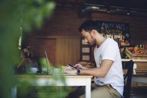 Freelancer arbeitet von zu Hause