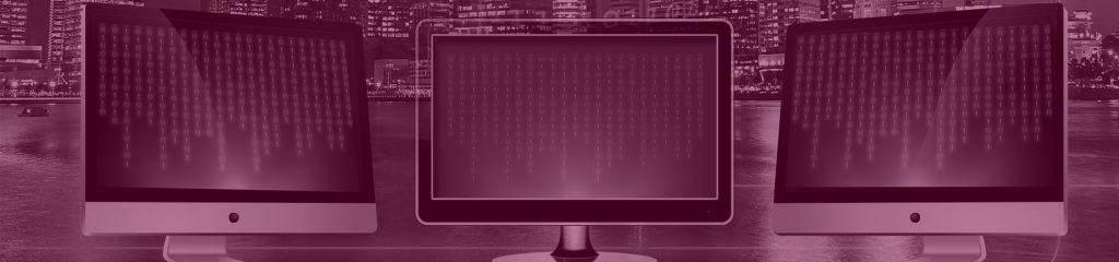Computer mit binären Code auf Screen in der Digitalisierung